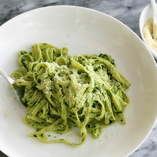 Linguine al Pesto (v)